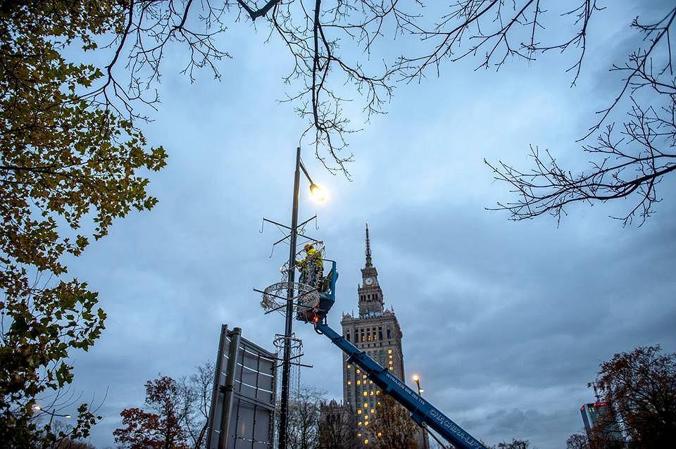 Pierwsze świąteczne dekoracje zdobią już warszawskie ulice