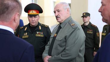 Aleksander Łukaszenka z ministrem obrony Wiktorem Chreninem, 16 czerwca 2021 r.