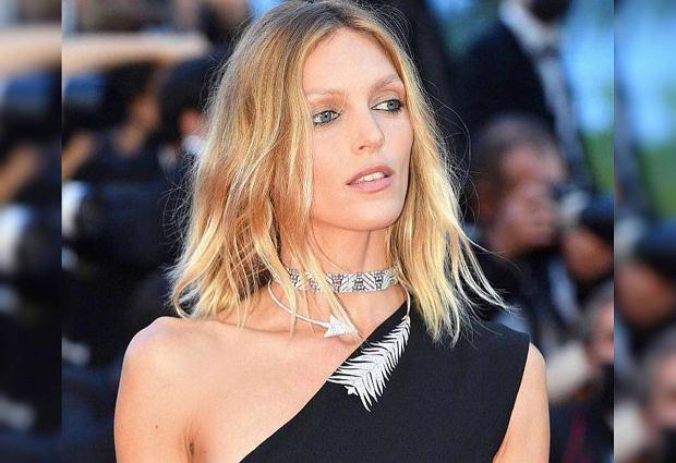 Anja Rubik robi furorę na festiwalu w Cannes. Ta suknia z wycięciami to model od legendarnego projektanta