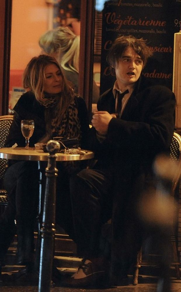EXCLUSIVE. Pete Doherty and new date actress/model Carmina spent a romantic evening in Paris, France on April 23, 2012. The couple first had dinner at Costes Hotel, then had a drink outside a cafe, where they shared a long kiss before heading back to Pete's Paris residence. According to some tabloid, Pete Doherty was rumored to date French actress Charlotte Gainsbourg. Photo by ABACAPRESS.COM  # 317693_030