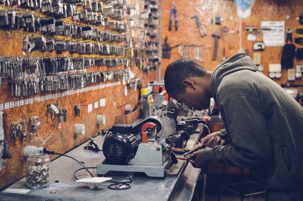 Kiedy czujesz, że nieustannie robisz to samo, a przed tobą tylko ściana... masz ochotę rzucić pracę. źródło: pexels.com