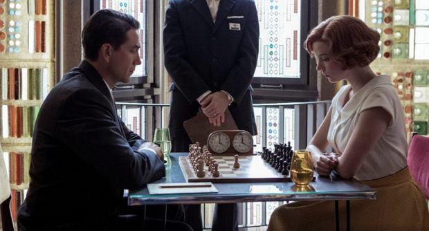 Gambit królowej. Nowy serial Netflix, w którym zagrają Anya Taylor-Joy i Marcin Dorociński.