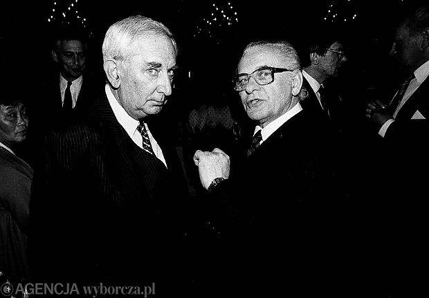^1991 WARSZAWA GUSTAW HOLOUBEK I TADEUSZ LOMNICKIFOT. SLAWOMIR SIERZPUTOWSKI / AGENCJA GAZETA