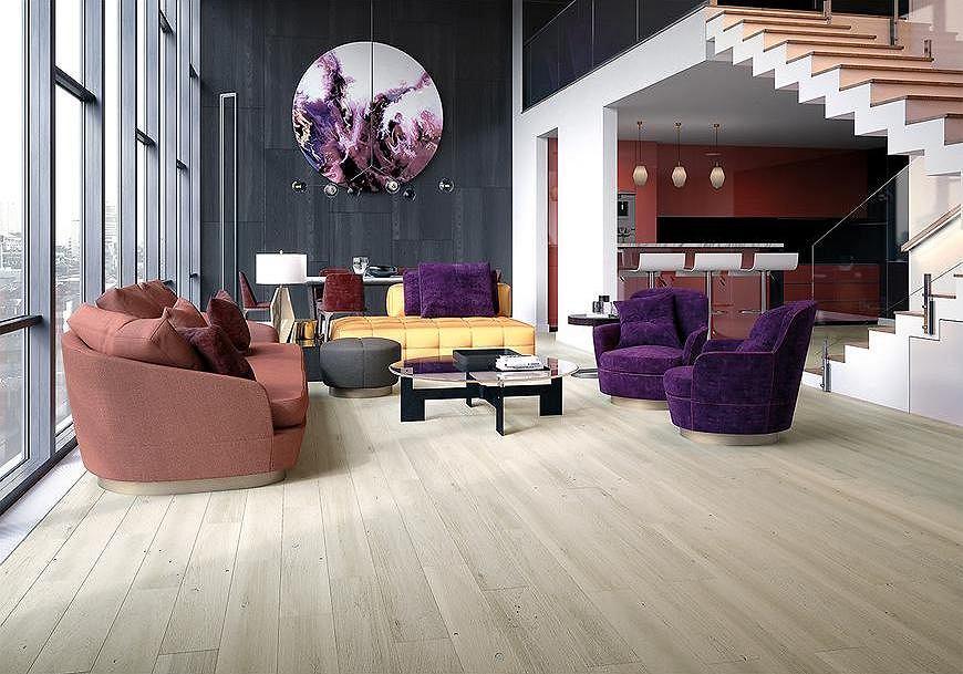 Deska podłogowa w kolorze jasnego drewna.