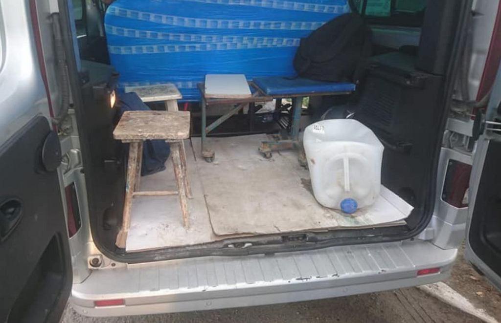 Pijany Meksykanin wiózł 16 osób w 8-osobowym busie