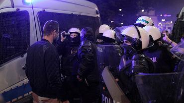 """PiS miał naciskać policję, by działała """"bardziej zdecydowanie"""". Odmówiła"""