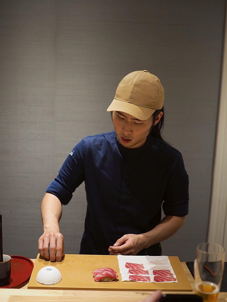 Sushimaster Kit przygotowuje omakase -tradycyjne menu degustacyjne