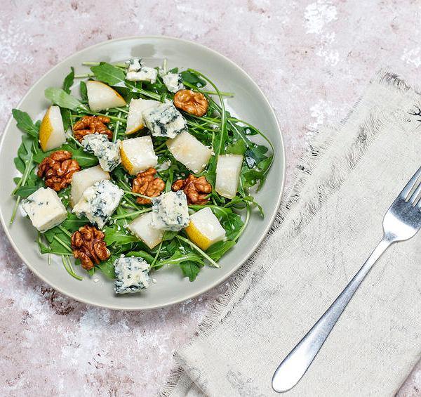 Sałatka z gruszką i serem roquefort