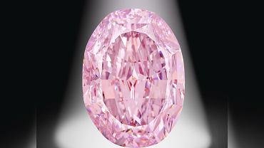 Niezwykle rzadki różowy diament sprzedany. Nabywca zapłacił ponad 26 mln dolarów