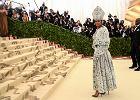 Met Gala 2018. Rihanna jak papież, Katy Perry z wielkimi skrzydłami, Zoe Kravitz niemalże w samej mantylce