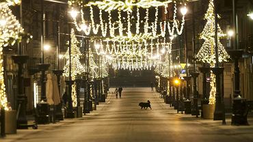 Iluminacja na ul. Piotrkowskiej. Boże Narodzenie w roku epidemii koronawirusa