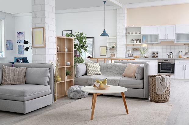 Jakie meble do salonu skandynawskiego wybrać? Praktyczny poradnik dla dużych i małych pokoi dziennych