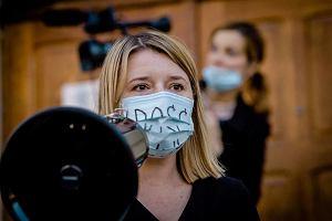 Nauczycielce zaangażowanej w Strajk Kobiet grozi dyscyplinarka. ZNP staje w jej obronie