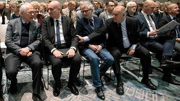 Spotkanie polityków i sympatyków PiS w Poznaniu: (w pierwszym rzędzie od lewej) Stefan Jurga, Zbigniew Hoffmann, Witold Czarnecki, Tadeusz Dziuba, Szymon Szynkowski vel Sęk, Bartłomiej Wróblewski