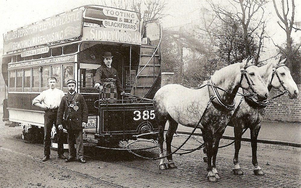 Tramwaj konny na ulicy w Londynie