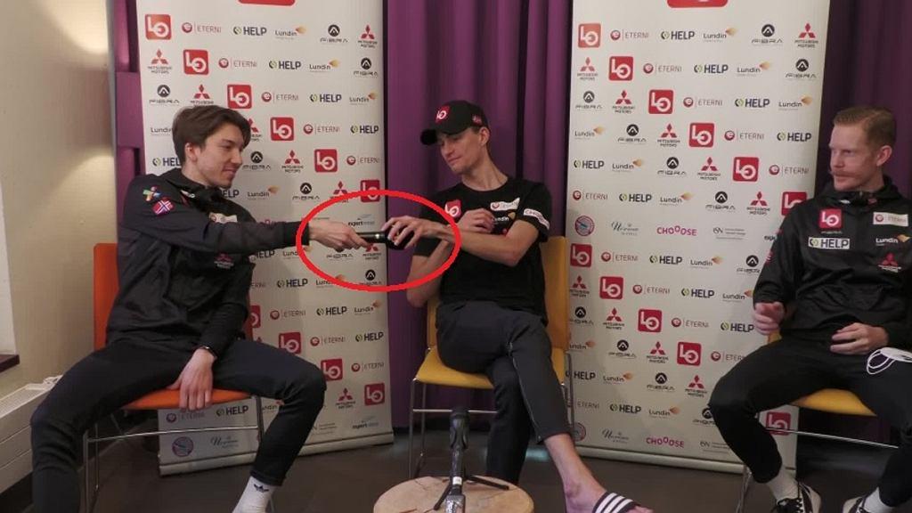 Zdjęcie z konferecji prasowej prezentowane przez NRK
