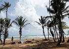 """Co z wakacjami nad morzem? Chemiczka: """"Morska bryza może przenosić koronawirusa ponad 2 metry"""". Surferzy protestują"""