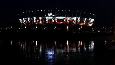 Pandemia koronawirusa. Okolicznościowa iluminacja na wyłączonych z użytku, zamkniętych budynkach. Warszawa, 23 marca 220