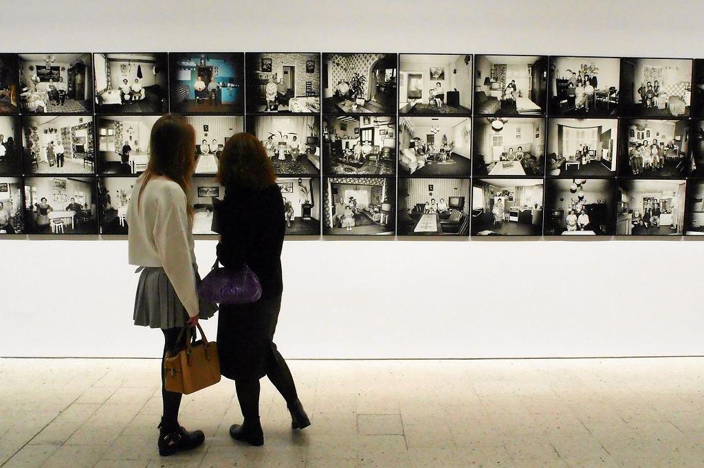 Muzeum Sztuki Nowoczesnej. Wystawa 'Zofia Rydet. Zapis, 1978-1990'. Cykl fotograficzny ''Zapis socjologiczny'' (fot. Waldemar Gorlewski / Agencja Gazeta)