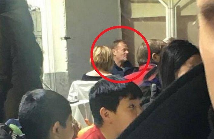 Donald Tusk bez obstawy w restauracji