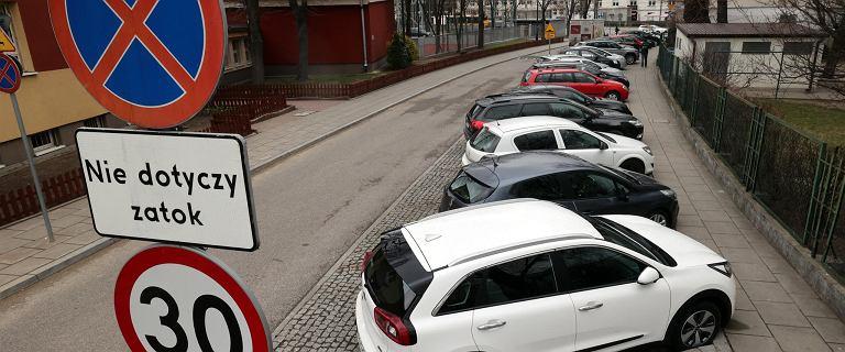 Nowe strefy parkowania w Warszawie. Dostaniesz abonament, jeśli rozliczasz PIT w Warszawie