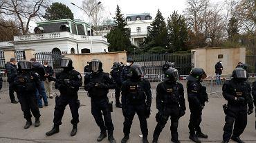 Zatrzymano pięć osób podejrzanych o organizowanie wyjazdów obywateli Czech na wschód Ukrainy