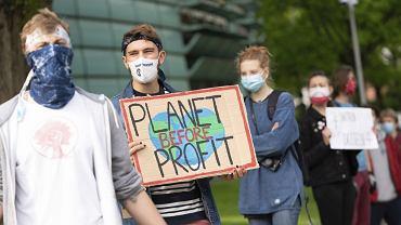 Protest aktywistów w Berlinie przeciwko otwarciu elektrowni węglowej w Datteln 4