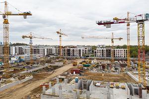 """""""Polski ład"""". Rządowa pomoc może spowodować wzrost cen nieruchomości i kredytów"""