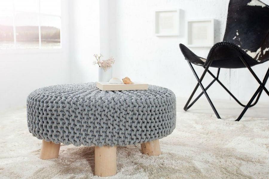 Modne stołki z włóczki