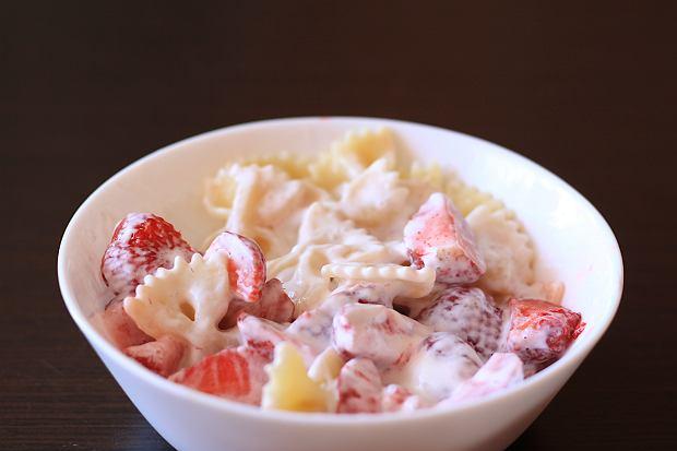Makaron z truskawkami, czyli smak lata zamknięty na talerzu. Sprawdź najlepszy przepis na kluski z truskawkami