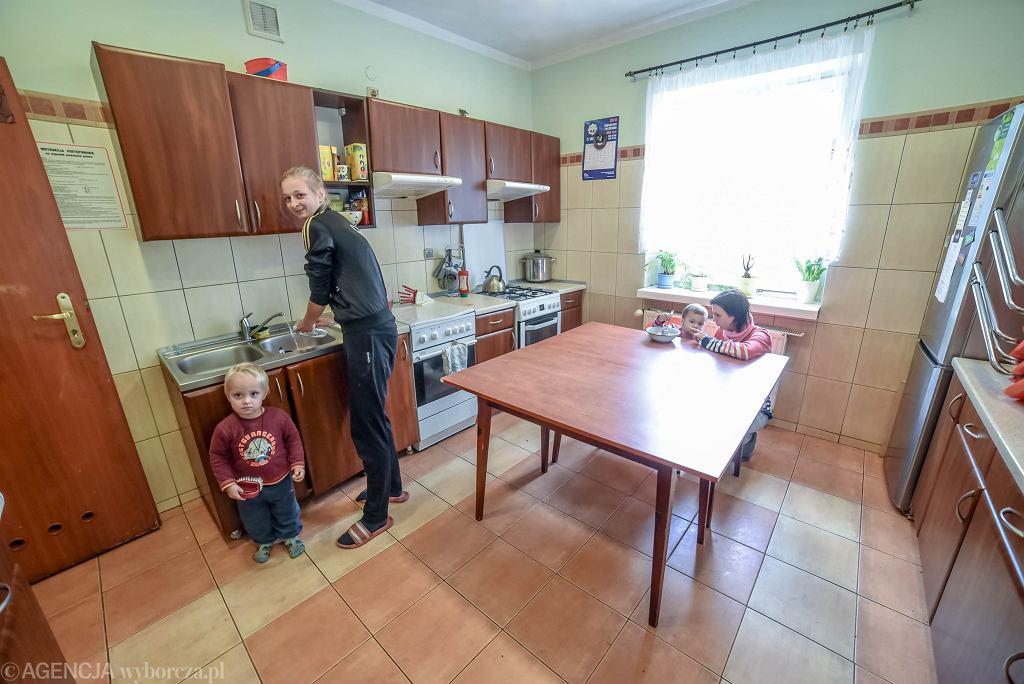Zbieraja Kasztany Zeby Przetrwac Tak Sie Zyje W Domu Samotnej Matki Reportaz