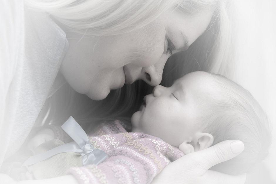 Kochaj i bądź szczęśliwa, a wychowasz szczęśliwe dziecko.