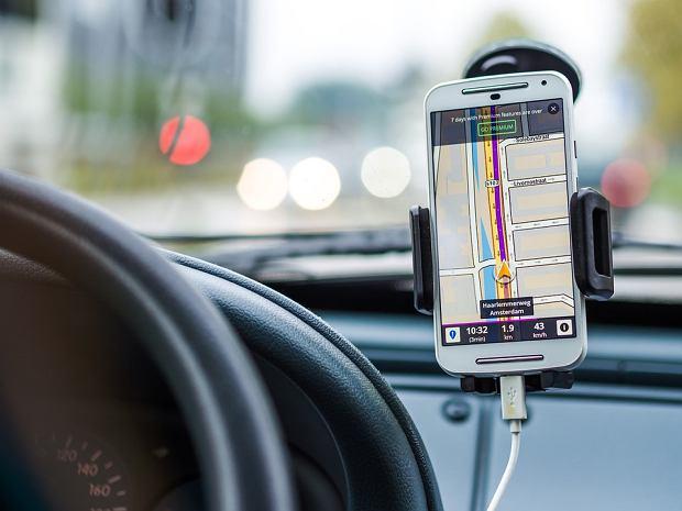 """""""Mapy idą w odstawkę!"""". Kolejna wojna Yanosika z Mapami Google o kierowców. Co nowego?"""