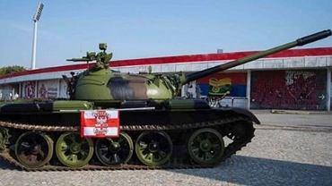 Kibice Crveny ustawili czołg pod stadionem