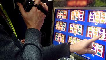 Kontrola w jaskini hazardu
