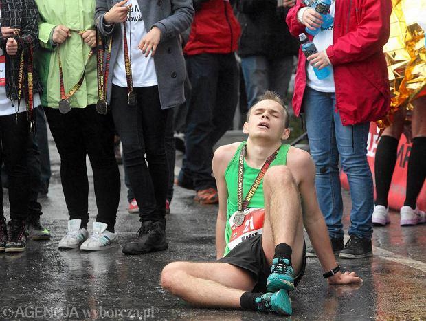 12.05.2013  Chorzwo . Park Slaski . Meta V Silesia Marathonu ulicami slaskich miast .  Fot . Dawid Chalimoniuk / Agencja Gazeta   SLOWA KLUCZOWE: maraton silesia marathon biegaczka biegacz bieganie