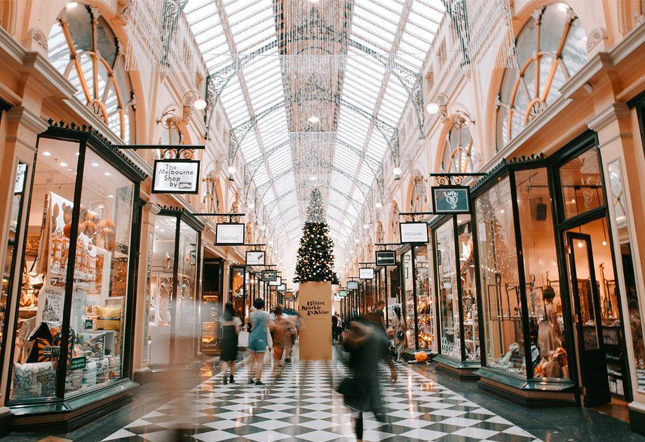 Sukienki na święta warto poszukać nie tylko w sklepach sieciowych, ale również w małych butikach projektantów