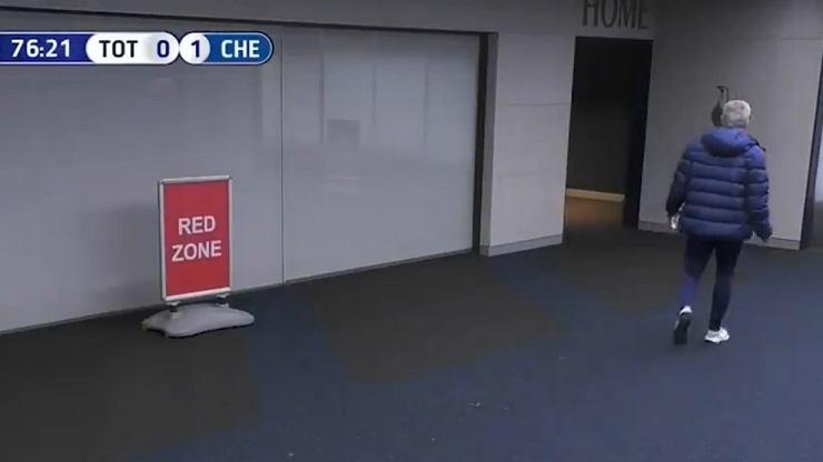 Piłkarz Tottenhamu pobiegł do toalety w czasie meczu. Mourinho ruszył za nim. Wymowny komentarz piłkarza [WIDEO]