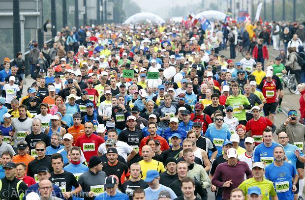 29.09.2013  Warszawa . Start 35 Maratonu Warszaskiego Aleje Jerozolimskie i Most Poniatowskiego .  Fot . Kuba Atys / Agencja Gazeta