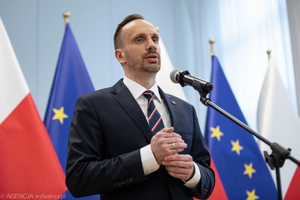 Wiceminister aktywów państwowych Janusz Kowalski ma koronawirusa. 'Choroba nie wybiera'