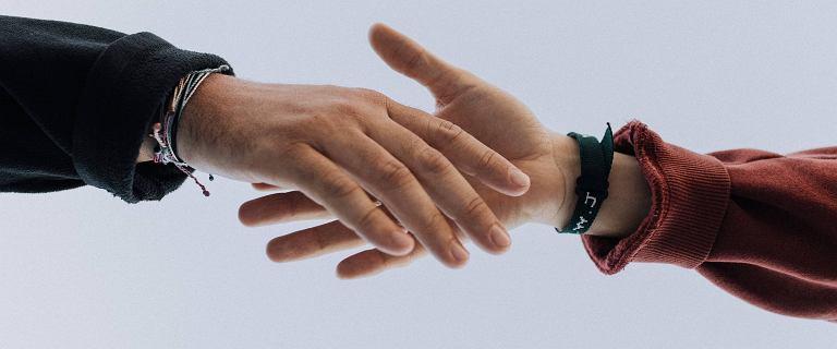 Niemcy. Lekarz odmówił uścisku dłoni kobiecie, nie otrzyma obywatelstwa