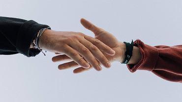 Niemcy. Lekarz odmówił uścisku dłoni - nie otrzyma obywatelstwa