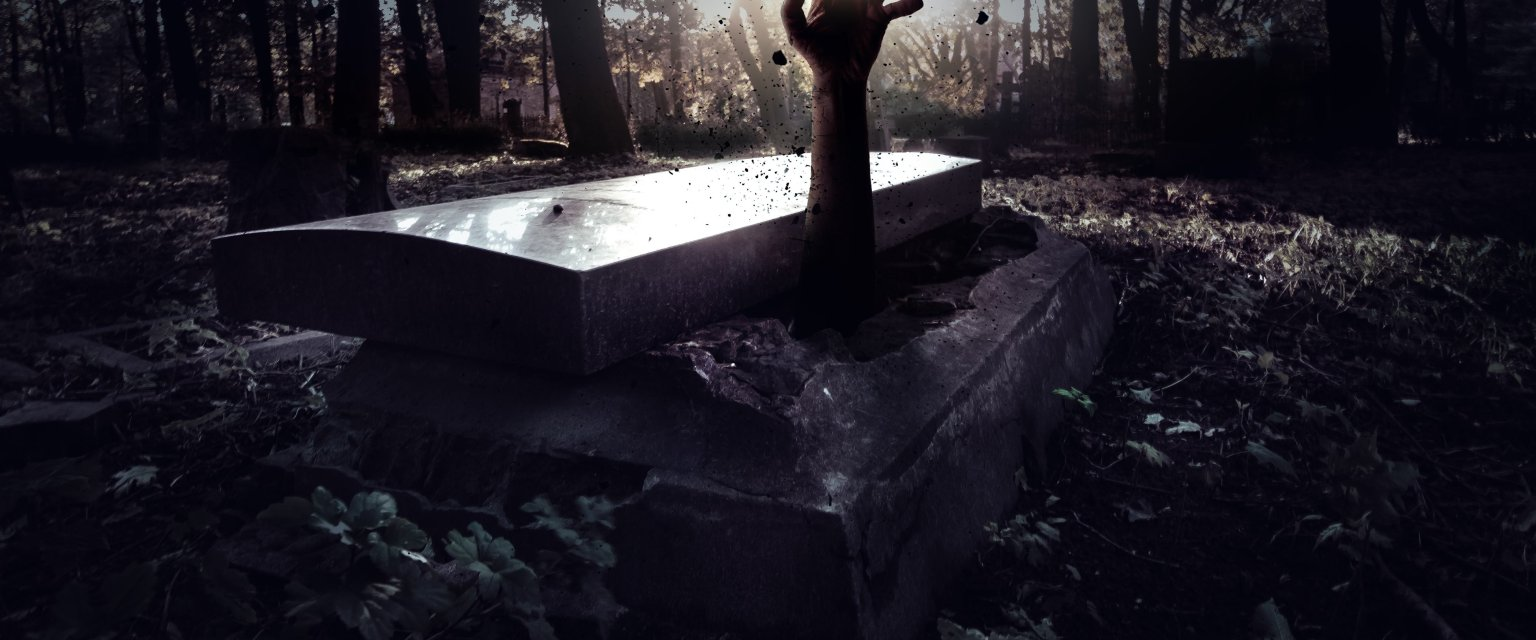 Dawniej wierzono, że jeśli śmierć człowieka była nagła lub jeżeli w czasie pogrzebu czegoś nie dopilnowano, jego dusza mogła się zagubić. A wtedy zagrożona była cała społeczność (fot. Sutterstock.com)