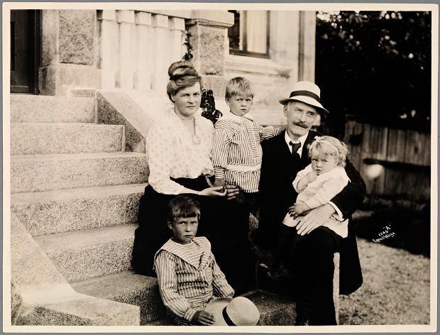 Norweski pisarz Knut Hamsun z rodziną, 1917 r.