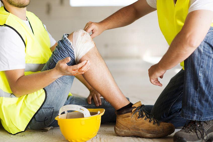 Poszkodowanemu wskutek wypadku przy pracy przysługuje zasiłek chorobowy z ubezpieczenia wypadkowego w wysokości 100 proc. wynagrodzenia