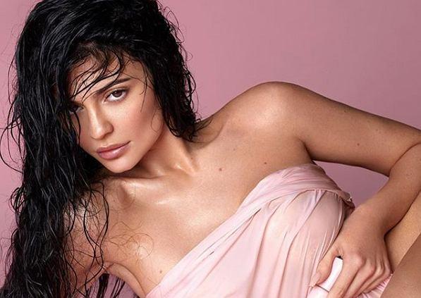 Kylie Jenner postanowiła sprzedać większość udziałów w Kylie Skin i Kylie Cosmetics