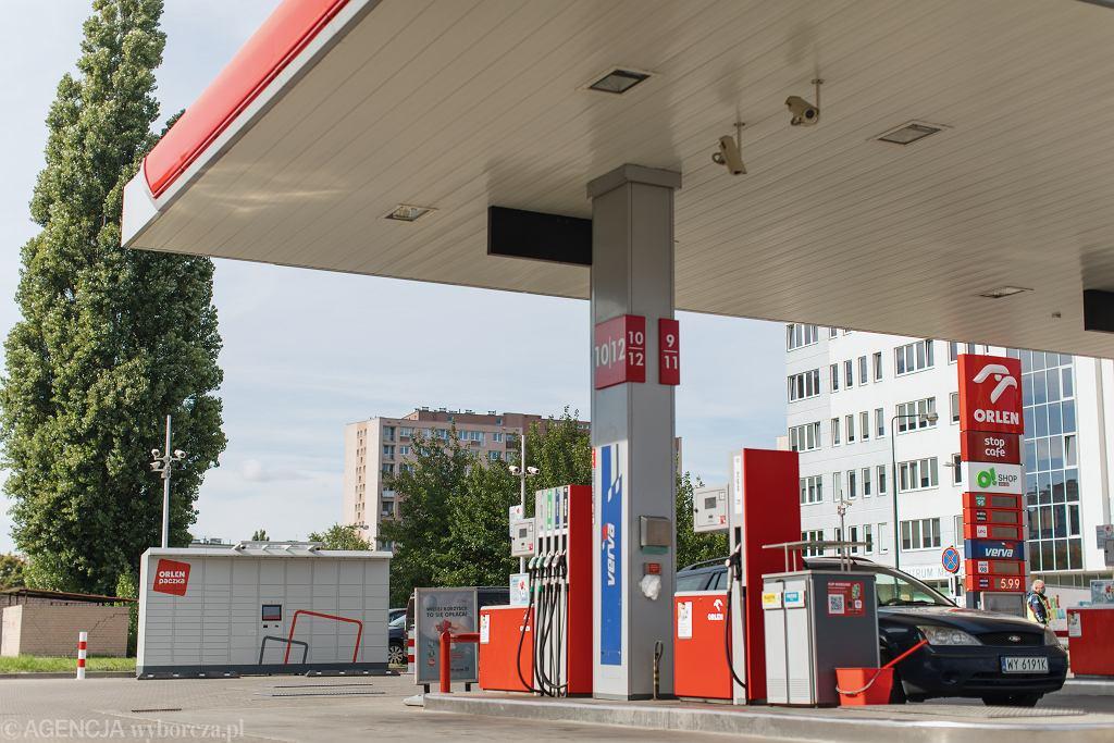 )Automat paczkowy Orlen Paczka w Warszawie