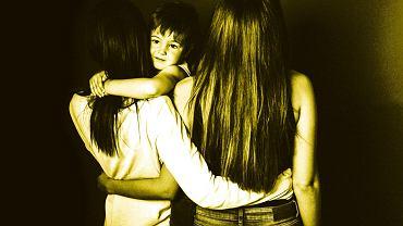 W związkach lesbijskich zdarza się, że jedna z kobiet całkowicie poświęca się macierzyństwu, a druga zarabia od rana do wieczora jak tradycyjny ojciec.