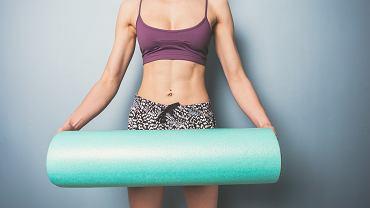 Roller rozluźni ci mięśnie. Jak używać wałka do masażu?