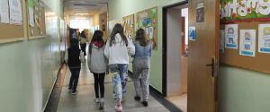 Nadchodzą zmiany w szkołach. Niedzielski: Już to wprowadzamy. W klasach I-III jest już przygotowany program
